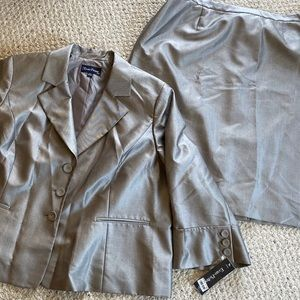 Evan Picone Newport suit with skirt (NWT)